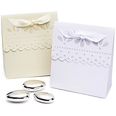 Scalloped-edge Favor Boxes